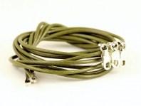 Шнурок 1.5 мм. из натуральной кожи  с серебряным замком 8 мм. из серебра 925 пробы STERLING SILVER,  длина 40 см. Цвет оливковый.