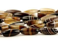 Бусина формы бочонка, камень-агат натуральный,гладкий,размер–16х7мм., внутреннее отверстие-1.2 мм, цвет-красивый коричневый с бежевыми,белым, янтарными слоями,