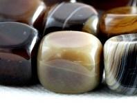 """Бусина гладкая форма """"прямоугольньник """", камень-агат натуральный,гладкий,размер–14х10 мм., внутреннее отверстие-1.2 мм, основной цвет-темно-карамельный, бежево-коричневый"""