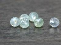 Камень-пренит натуральный, форма бусин-шарик огранённый Цвет-нежный салатовый полупрозрачный