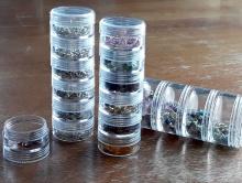 Баночка 6-ти ярусная для хранения мелких предметов: фурнитуры, бусин и т. д. Баночка состоит из 6 ярусов завинчивающихся друг на дружку,
