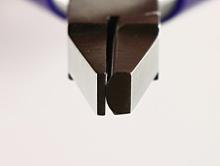 Плоскогубцы с полукруглой стороной и нейлоновой насадкой.