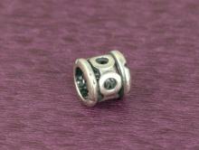 Бусина-разделитель серебряная декоративная, материал: сплав Sterling Silver-серебро 92.5%. Размер д/ш-7.1х7.6 мм.  внутренне отверстие 5.1 мм.