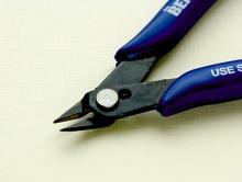Кусачки с синими эргономичными ручками, позволяют работать с различными металлами,