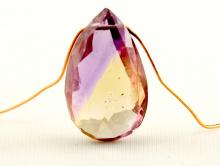 Бусина огранённая, формы крупного лепестка, камень-аметрин природный (натуральный) ручной огранки.