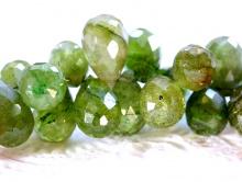 Бусина огранённая формы бриолет, камень натуральный турмалин, цвет-зеленый не тёмный, разной тональности, с незначительными природными включениями