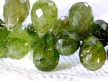 Бусина огранённая формы бриолет, камень натуральный турмалин, цвет-тёплый зеленый не тёмный, два тона, с незначительными природными включениями