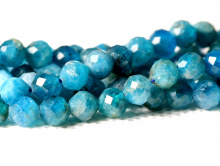 Нить бусин формы ограненный шарик,камень-апатит натуральный, цвет-теплый голубой, сочный, неоднородный, полупрозрачный,