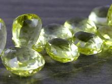Камень-лимонный топаз натуральный, крупный ограненный, форма обьемноголепестка,