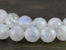 """Бусина формы ограненногошарика, натуральный камень-""""лунный камень""""- кварц натуральный с эффектом перелива иризацией."""