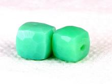 Бусина огранённая, форма кубик,камень-хризопраз натуральный