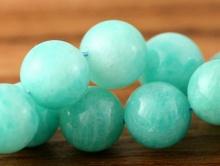 Бусина кургой формы, камень-амазонит натуральный, цвет-сочный голубой, теплый, красивый неоднородный со светлыми включениями.