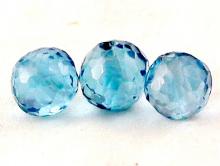 Бусина ограненная ручной огранки, форма- шарик, камень - шпинель голубая (искусственновыращенная), цвет -теплый голубой, чистыйпрозрачный.