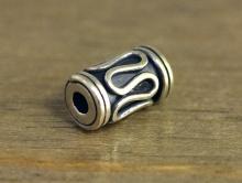 Бусина серебряная цилиндической формы,ручная работа.Материал-серебро925 (серебра 92.5 %).