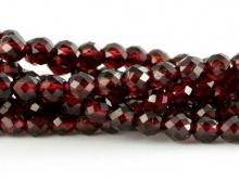 Бусина круглая огранённая,  шарик 4-4.2 мм.. камень-гранат натуральный огранённый, внутреннее отверстие 0.6 мм. Цвет-красно-вишневый, прозрачный на просвет.
