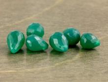 камень -хризопраз натуральный. Бусина цвет -изумрудно-зеленый не светлый,
