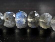 Камень-лабрадорнатуральный, форма бусины-рондель огранённая.на каждой бусине перелив (1 СОРТ).