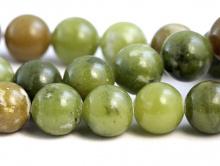 Бусины круглые, гладкие, из натурального камня-нефрит.