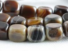 """Бусина гладкая форма """"прямоугольньник """", камень-агат натуральный,гладкий,размер–14х10 мм., внутреннее отверстие-1.2 мм, основной цвет-бежево-коричневый темно-карамельный,"""