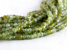Нить бусин огранённых ронделей 2х3 мм. Камень натуральный-гроссуляр (гранат зеленый), хорошая огранка.Цвет-зеленыйтеплый, нетемный