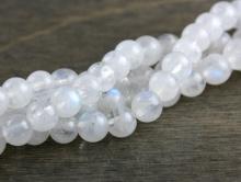Бусины круглые, натуральный камень–лунный камень(месторождение Индия).Цвет-белый,полупрозрачныйс голубым переливом.