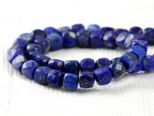 Нить бусин огранённых, форма-кубик, камень натуральный-лазуритцвет сочный сине-голубой с пиритовыми включениями. Размер кубика-4х4 +- 0.1 мм.