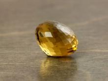 Камень-золотистый топаз натуральный ограненный, бусина формы обьемной луковки, (качество класса премиум),