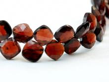 Бусина огранённая,камень-гранат (альмандин)натуральный. Цвет красный прозрачный с золотистым оттенком,