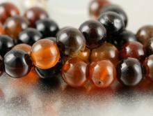 Бусина шарик гладкий 6.5 мм. внутреннее отверстие 0,8 мм. Камень натуральный-сардоникс-это сердолик и агат, цвет-, чёрный и коричнево-янтарные теплые тона.