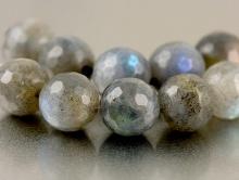 Бусина круглая огранённая- лабрадор натуральный, цвет-серый (не тёмный) с зелёно-голубыми переливами, диаметр-10 мм.