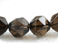 Бусина-огранённый ромб, камень натуральный камень-раух топаз (семество кварцевых-дымчатый кварц), цвет-дымчато-коричневый, прозрачный.