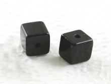 Бусина полированный кубик, камень натуральный-агат,форма бусины - кубик, цвет-угольно-черный,размер–6.5х6.5 мм.