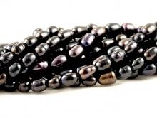 Товар–жемчуг радужный натуральный, гладкий, цвет-черный с сине-фиолетовым оттенком, размер-5.5х4 (+-0,3) мм.