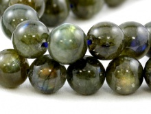Бусина–лабрадор натуральный, шарик полированный, очень красивый. Цвет-серо-зеленый с хорошим  отливом (1 сорт).