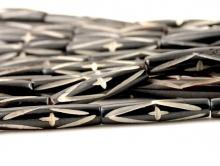 Бусины–трубочки, материал-кость натуральная с резным рисунком, цвет-темно-коричневый.  Размер–24х5.8 +-0.5 мм.