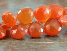 бусина из сердолика. Цвет-сочный оранжевый, полупрозрачный. Размер-12х11.5х6 мм.