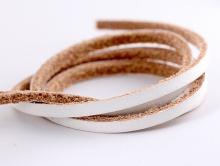 Кожаный шнур плоский 3,5 мм,  толщина 2.5 мм.,  для рукоделия, цвет белый, плотный, средней жесткости.
