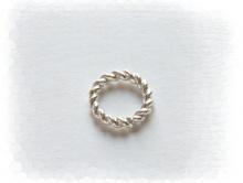 Колечко витое соединительное серебряное белое  закрытое. Материал-серебро 925 пробы. Используется как декоративный элемент