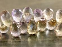 Бусина формы ограненный бриолет (тонкая капля), камень-аметрин природный (натуральный) ручной огранки. Цвет-сиреневый с винно-желтым, красивый,