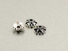 Шапочка серебряная мелкая  для бусин от 7 до 10 мм. Размер: диаметр/высота-5.3х1.9 мм. вн. отв. 1.0 мм.