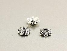 """Шапочка мелкая серебряная """"цветочек""""  для бусин от 7 до 12 мм. Размер: диаметр/высота-6х1.5 мм. внутреннее отверстие 0.9 мм.,"""
