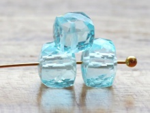 Бусина ограненная формыкубик.Камень-голубойтопазнатуральный. Цвет-голубой, светлый, чисты.