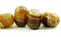 """Бусина гладкая форма """"бочонок"""", камень-агат натуральный,основной цвет-карамельно-бежевыйсбелым,"""