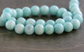 Бусина круглая гладкая, камень-амазонитнатуральный,цвет-сочный бирюзово-голубой теплый, со светлыми полупрозрачными прожилками.