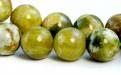 Бусина круглая, шарик гладкий, камень натуральный-хризопал (празопал, зелёный опал), цвет- тёплый зелёный с янтарным оттенком,