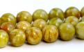 камень натуральный-хризопал (празопал, зелёный опал), цвет-неоднородный тёплый зелёный с янтарным оттенком,