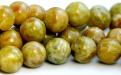 камень натуральный-хризопал (празопал, зелёный опал), цвет-неоднородный тёплый зелёный с янтарным оттенком, с красивым пятнистым рисунком,