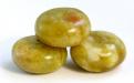 Бусина рондель гладкая, камень натуральный-хризопал (празопал, зелёный опал), цвет-неоднородный тёплый зелёный с янтарным оттенком,