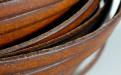 Кожаный шнур плоский5.7х1.4 мм,) плотный, средней жесткости