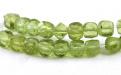 Камень-хризолит (пироп) натуральный, форма бусин-кубик огранённый.Цвет-теплый зелёный, напоминает весеннюю молодую зелень,